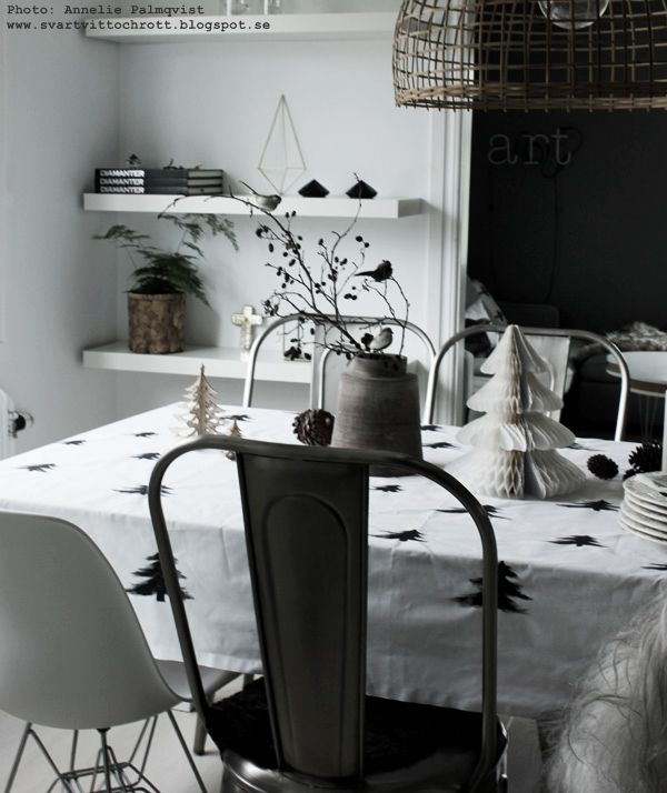 DIY: Tablecloth with christmas trees in black and white