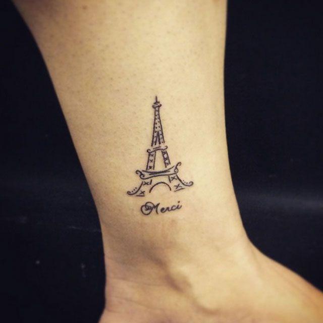 Suite aux attentats meurtriers de Paris, vendredi 13 novembre 2015, certains citoyens ont décidé de se faire tatouer la Tour Eiffel ou la devise de Paris pour ne pas oublier et rendre hommage aux victimes.