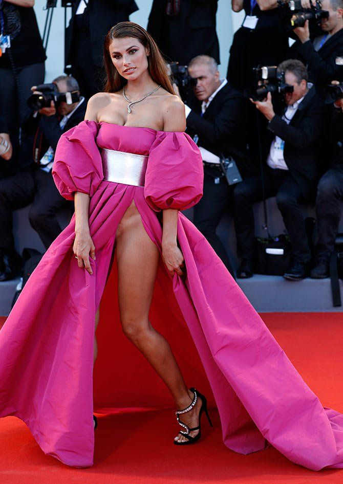 Dayane Mello Flashes Her Vagina Cleavage Fashion Trends