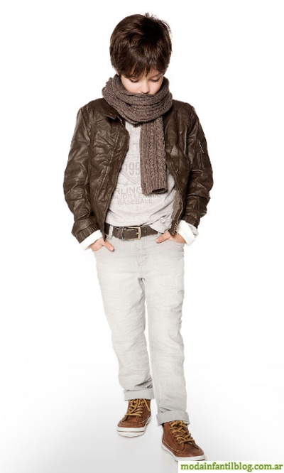 Las manos en los bolsillos siempre serán una señal de moda, cuidado con las bufandas opacan el cuello.