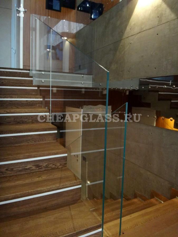 Ограждение на точечных креплениях из закаленного стекла. Безопасно и функционально. Glass with the Stairs.