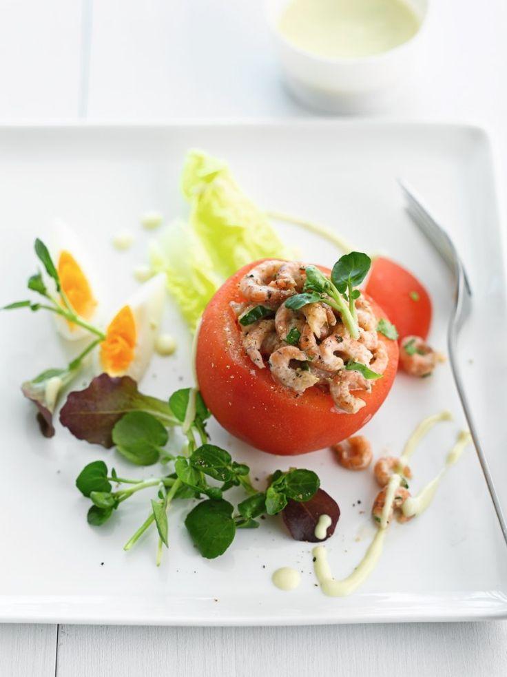 Tomaat met handgepelde grijze garnalen http://njam.tv/recepten/tomaat-met-handgepelde-grijze-garnalen