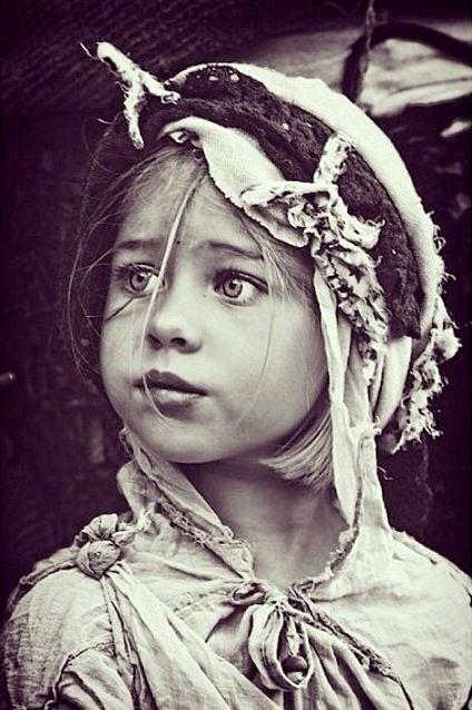 Beautiful shot of a little gypsy gal. ❀⊱╮ღ