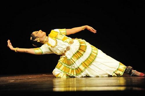 Mohiniyattam, classical Indian dance of Kerala