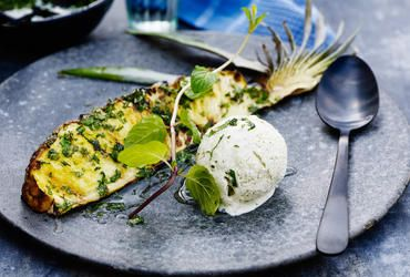 Grillede ananas med mojito-is
