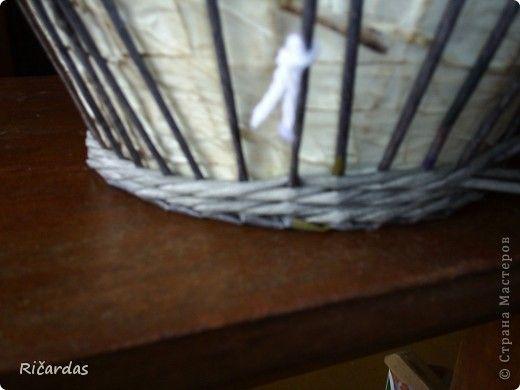 Может не все знают, как делать плавный переход при плетении 3 трубочками. Постараюсь обьяснить и показать как это делается...  Отмечаем первый стоячок, с которого начинаем плести 3 трубочками (ниткой, прищепкой, чем угодно, потом будет видно на фото) и начинаем плести... фото 12