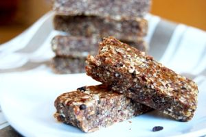 Macadamia Bars (sub walnuts, pecans, or almonds)     8 Medjool dates, sliced in half, pits removed     3/4 cup coconut flakes (or 1/2 cup finely shredded coconut)     1/2 cup organic raisins     3/4 cup macadamia nuts     3/4 cup sunflower seeds (raw or roasted)     1/2 cup dried cherries     1/4 tsp cinnamon     1/2 tsp pure vanilla extract     1 tsp honey