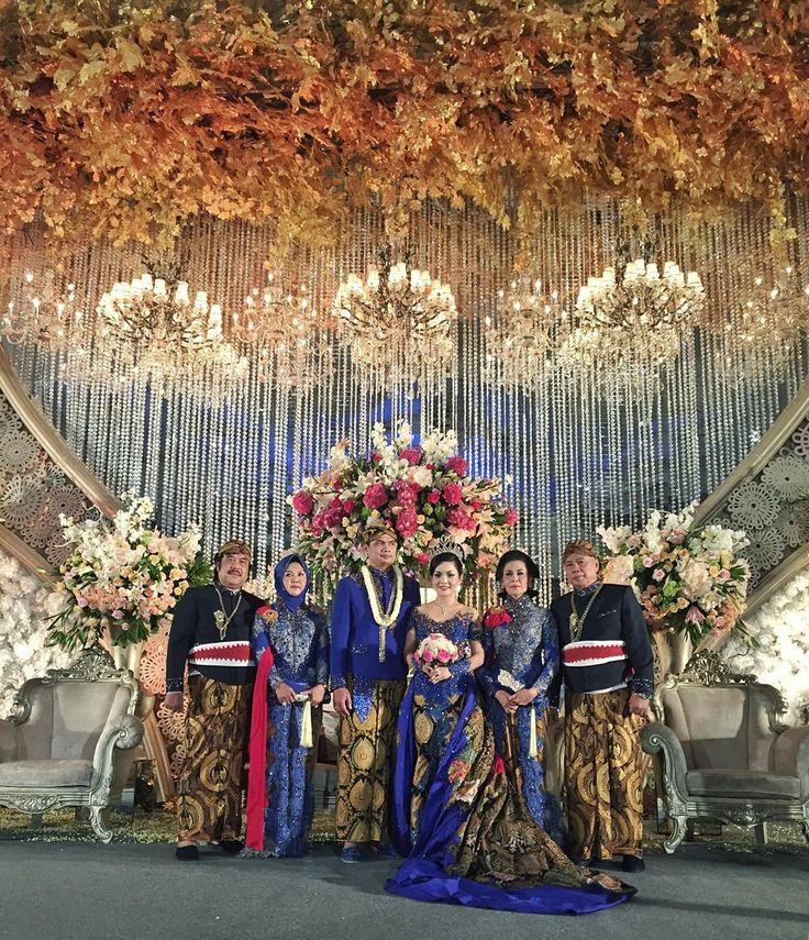 """Congrats to ERIEN & SONY For Your Extravaganza Wedding Yesterday, Daughter of Mr. & Mrs. Syafei Muchsin Cirebon @erienafriniaa @hildawanda @giemom3m…"""