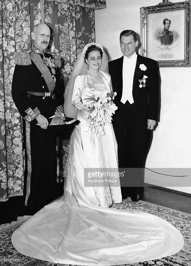 King Haakon VII and the young weds, Princess Ragnhilkd and Erling Lorentzen in Skaugun, on May 15, 1953 in Oslo, Norway.
