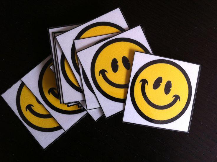 beloningskaartjes (leerling verdient een smiley als hij/zij iets goed doet, of levert er een in bij een overtreding. # smileys levert een beloning op)