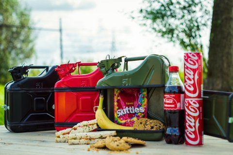 Custom made lunchboxen voor een Leasemaatschappij gemaakt van originele #Jerrycans. Vraag naar de vele mogelijkheden van koelbox tot een Jerrycan bar!