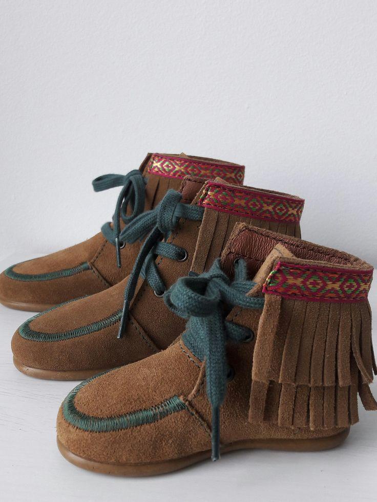 Botas Indias con flecos para niñas. Apache Camel. don pisotón
