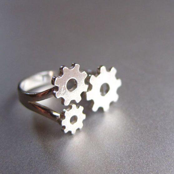 engranajes de anillo -anillo de plata hecho a mano de Sonriendo anillo de plata platero y joyería por DaWanda.com