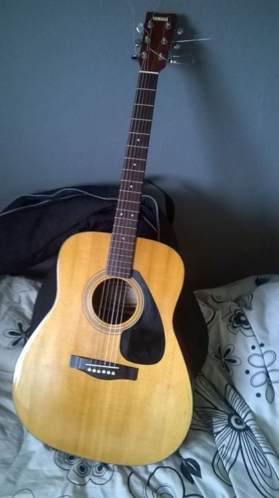 Yamaha Acoustic Guitar And Bag, New strings Just been Put on Very Nice guitar also Comes with A clipon Metronome £50 #rangloo, #bar, #accessories