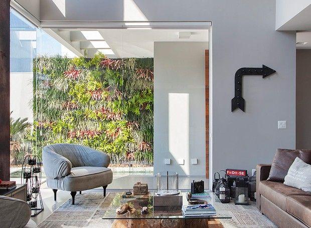 jardim-vertical-suspenso-arquiteto-Duda-Porto-By-Floor (Foto: MCA Estúdio/Editora Globo)