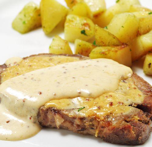 Découvrez notre recette pour faire un rôti de porc laqué à la moutarde. Facile à faire, ce plat gourmand va plaire à toute la famille.