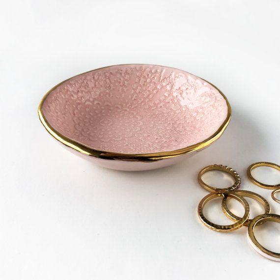 Arrossire pizzo rosa e oro Bowl - piatto di gioielli, anello piatto, piatto Catchall, bianco e oro, regalo festa della mamma, regalo di nozze