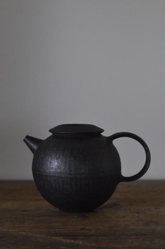 Théière de Tatsuya Hattori (黒線刻 )