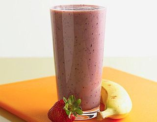 Fruity Breakfast Milkshake In a blender, combine 3/4 cup milk (use skim, soy, or almond milk), half a banana, a cup of frozen mixed berries, and 3 to 5 ice cubes. Blend until smooth and frothy. Pour the Fruity Breakfast Milkshake into a glass and slurp with a fun straw — or use a travel cup and straw for a quick and creamy on-the-go meal!