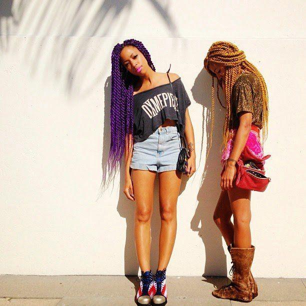 Uma nova tendência - lançada pelas meninas do Afro Punk no Brooklyn (NY) - está ganhando as ruas das grandes metrópoles, deixando cidades do mundo inteiro mais alegres, bonitas e autênticas: são os cabelos afro coloridos.