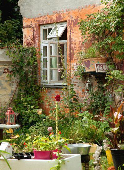 crazy kitchen garden, christiania, copenhagen, denmark