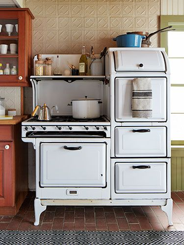 The couple snapped up the 1932 Magic Chef—with six burners and two ovens—at Moon River Chattel in Brooklyn on a quixotic whim. #countryliving #kitchens