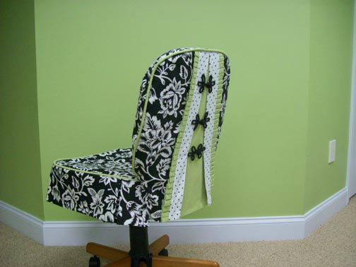 Nice fitting office chair slipcover - love the frog closures!