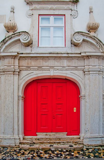 Porta vermelha by Paulo Heuser, via Flickr ~ Lisboa, Portugal