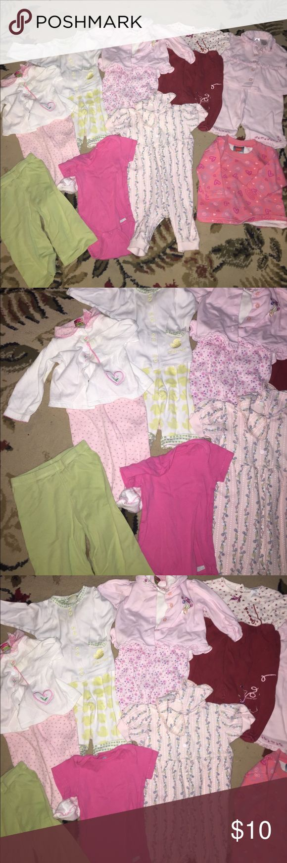 6 complete outfits, 1 pant 2 sweatshirt 2 onesie 6 complete outfits one pant one onesie one sweatshirt. 3-6 months Matching Sets