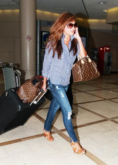 Again, I love the way Vanessa has combined colors in this outfit and love the heels + laid-back shirt combo.