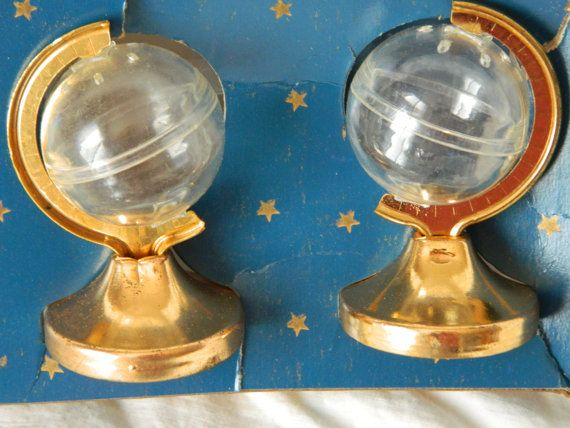Vintage Salt and Pepper Shakers by Dart Craftsman Corp NY Clear Globes with Metal and Hard Plastic Stand Shakers are approx 2 tall and 1 1/2