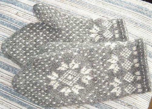 Grå vita vantar 2änds mönster Nordiska muséet by knit-marie, via Flickr