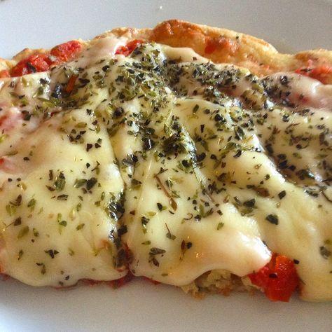 """Tem muita receita de pizza low carb por aí. Muitas delas boas! Mas essa aqui superou todas minhas expectativas. Vi no blog """"Cooky's Creations"""""""