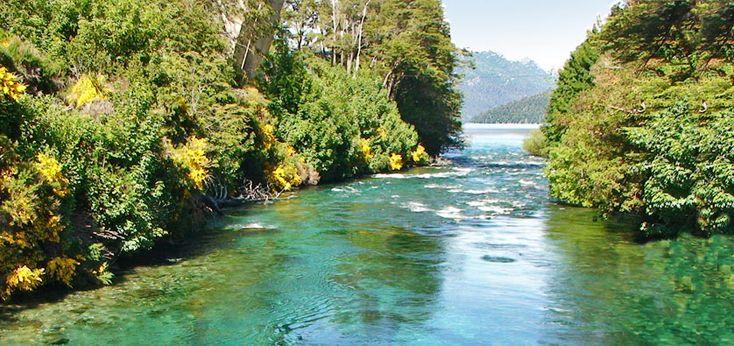 Río y Lago Correntoso-Villa La Angostura, Argentina