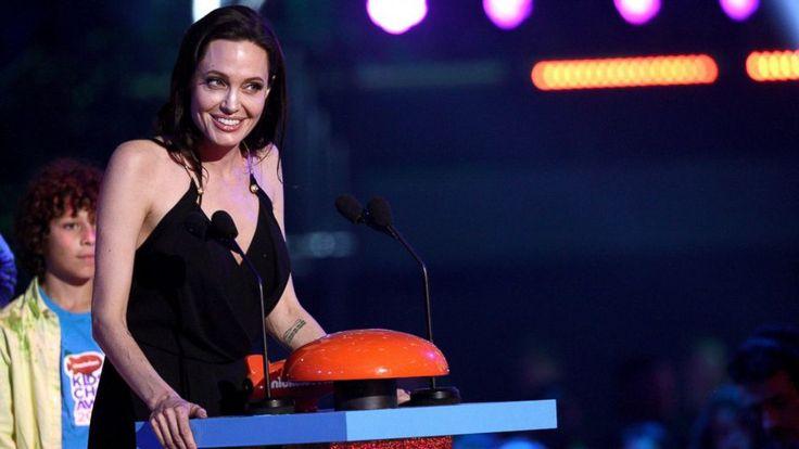 Angelina Jolie makes her first post-surgery appearance at the 2015 Nickelodeon Awards.
