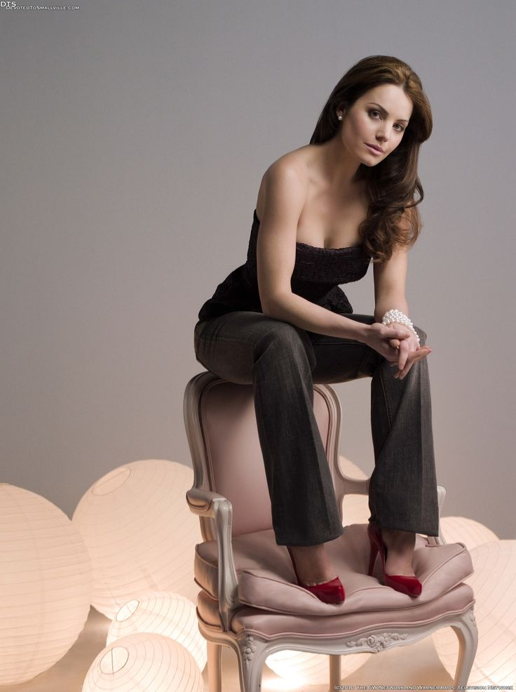 Erica Durance as Lois Lane in 'Smallville' Season 8