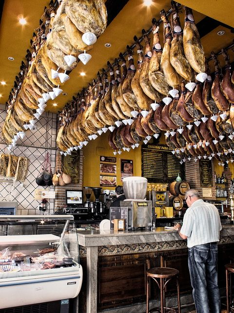 Jamón ibérico. I will travel to Spain just to eat twww.patanegrakoning.nl  00 31 0644538529  his little black piggy.