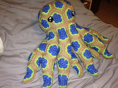 Really Sweet but pattern is expensive... African Flower Octopus crochet pattern by Holly Osterbrink