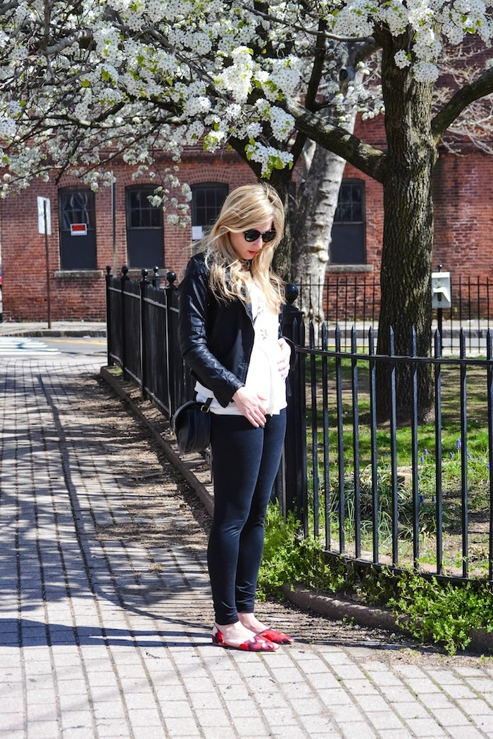 Sparkling Footsteps || How to dress a 16 week bump || Maternity Style Series