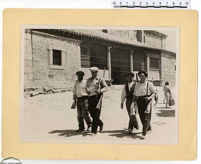 Memoria gráfica de la guerra civil en la Sierra de Guadarrama. Las milicias custodian el orden (Los Molinos, iglesia parroquial)