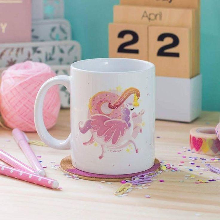 """Mug Unicorn """"Have a magical day!"""" Código: PMV-002  Taza de porcelana blanca que puede meterse en el microondas y el lavaplatos. Capacidad de la taza 11 onz."""