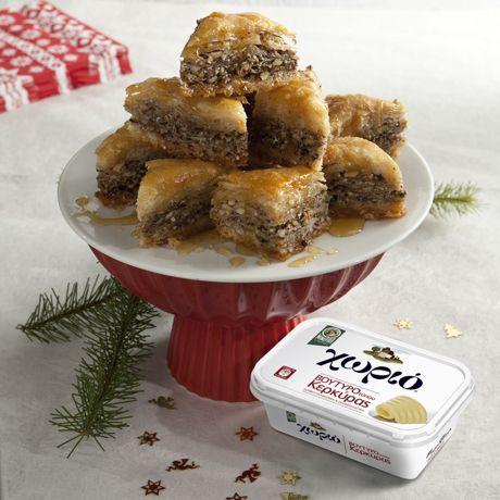 Ο Ηλίας Μαμαλάκης μας προτείνει μπακλαβαδάκια για το χριστουγεννιάτικο τραπέζι. Εκτελούμε τη συνταγή με Χωριό βούτυρο τύπου Κερκύρας.
