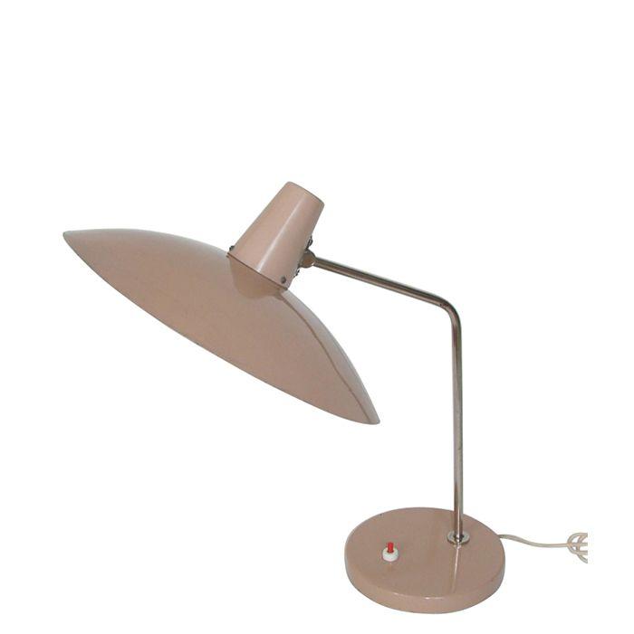 Lampa vintage polskiej firmy Meos z lat 60-70. wykonana w całości z metalu, zachowana w…