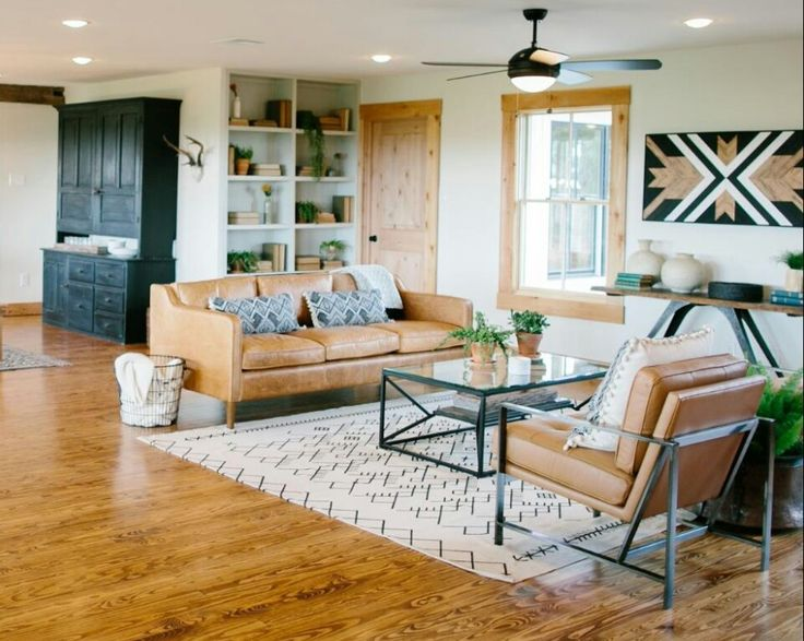 Fixer Upper Bringing A Modern Coastal Look To A Faceless: Fixer Upper Season 3 Paw-Paw's House Rug+pallet Art+black