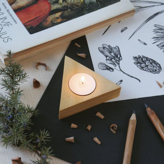 Ayous modern geometric triangle wooden candle holder, tealight holder by @kcrm_crafts  >https://www.etsy.com/shop/KCRMcrafts<