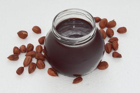 Mogyorókrém Adalékanyag- és tejmentes csokis mogyorókrém házilag. Igazán finom, egészséges, és tápláló mert értékes összetevőkből alkottuk.    Hozzávalók:  200 g pirított törökmogyoró 100 g 70% kakaótartalmú olvasztott csokoládé 50 g BANABAN bio kókuszolaj 30 g cukrozatlan kakaópor 20 g BANABAN bio kókuszcukor  Elkészítése nagyon egyszerű és csak pár percet vesz igénybe, nézd meg a honlapon hogyan kell.