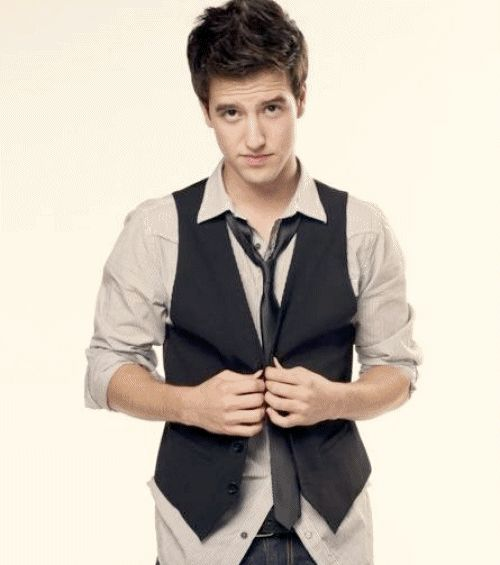 Logan Henderson being adorable.