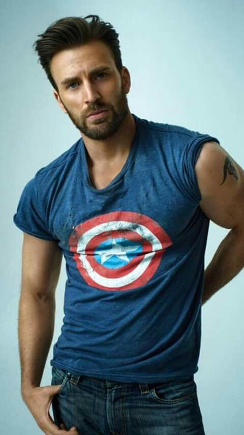 I cannot express how much I love this photo of Chris Evans...