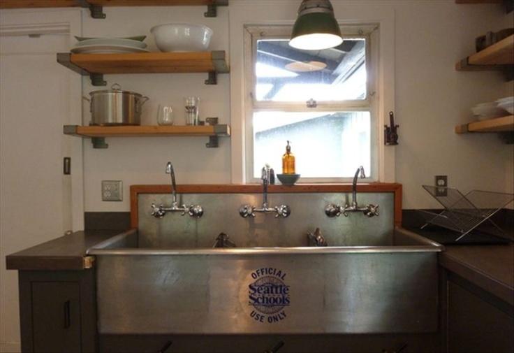 vintage locker room sink - I'm drooling here...