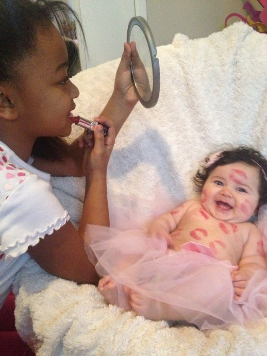 Big Sister/ Little Sister picture idea! :)   awesome-lovely-ne... Cute idea!